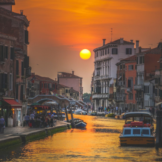 Picfair 05175401 sunset in venice italy sm preview only
