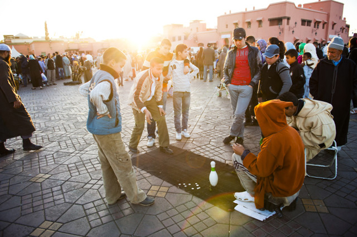 Standard picfair 05755823 moroccan people playing street games in place djemaa el fna the famous sm preview only